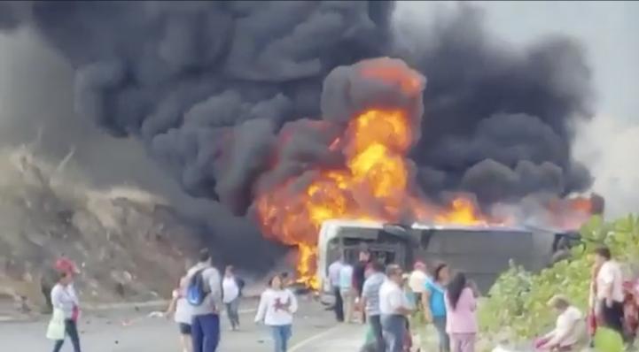 Accidente en carretera Puebla-Orizaba deja al menos 20 muertos