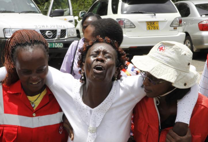 Familiares en Kenia identifican cuerpos