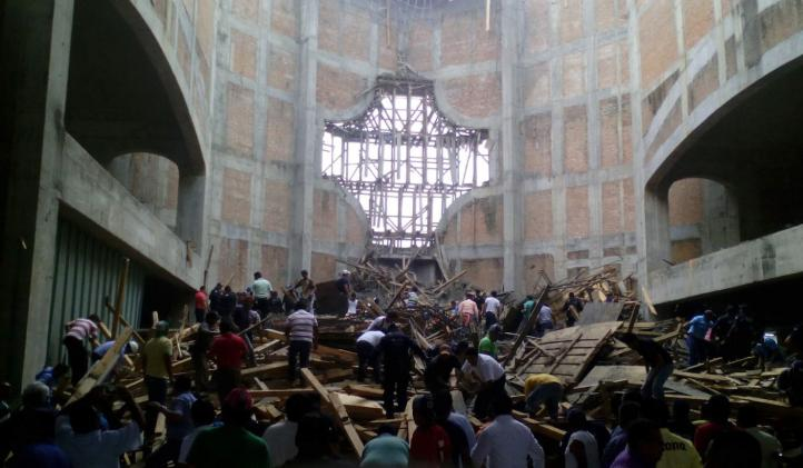 Sube a 4 el número de muertos por desplome de catedral en Oaxaca