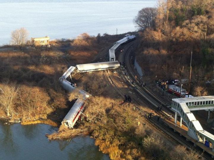Encuentran segunda caja negra del tren que se descarriló en NY