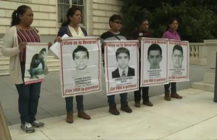 Madres de normalistas desaparecidos piden ayuda al Papa