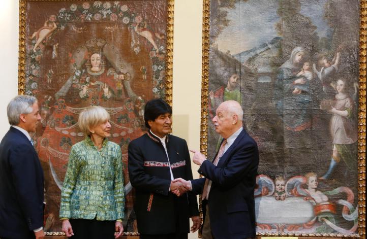 Coleccionista de NY devuelve lienzos robados a Bolivia