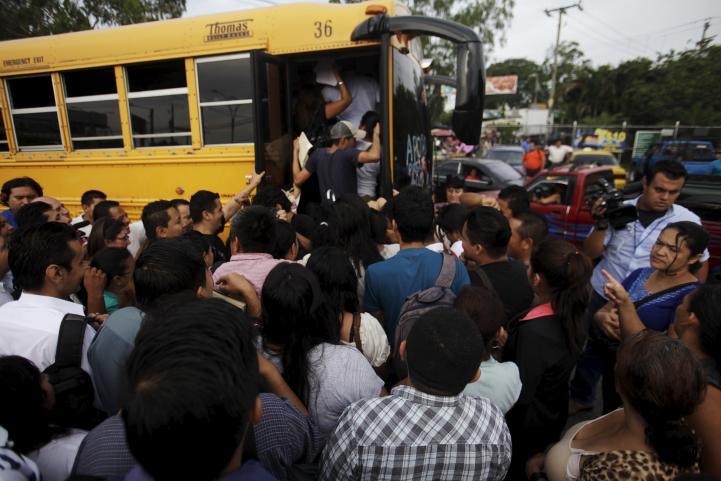 El Salvador: paro del transporte cumple tres días