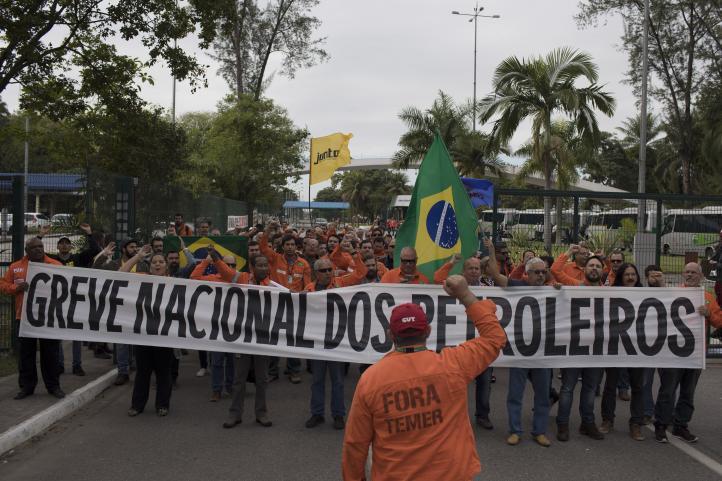 Petroleros de Brasil inician huelga en nuevo golpe al Gobierno