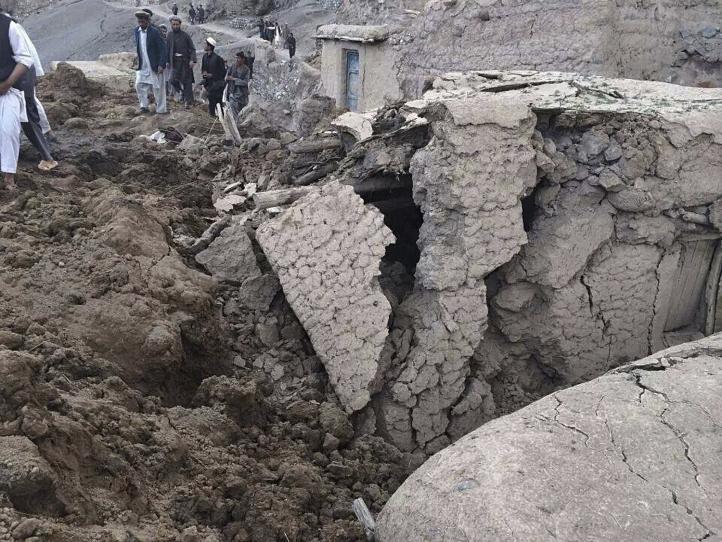 Al menos 350 muertos por alud de tierra en Afganistán, reporta la ONU
