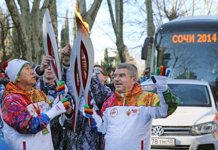 Ban Ki-moon recorre las calles de Sochi con antorcha Olímpica
