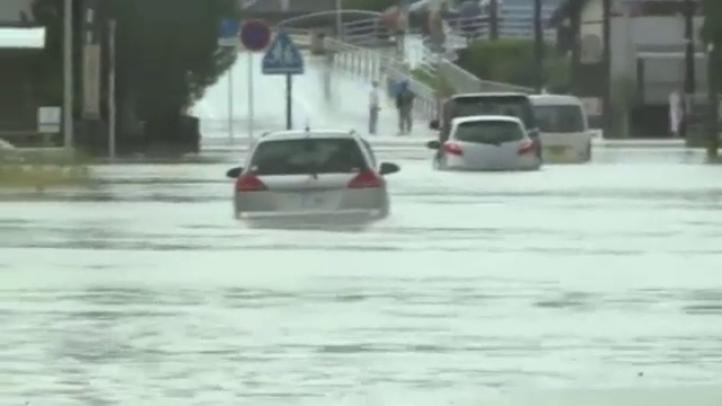 Un poderoso tifón golpea Japón