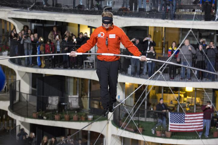 Equilibrista conquista rascacielos en Chicago