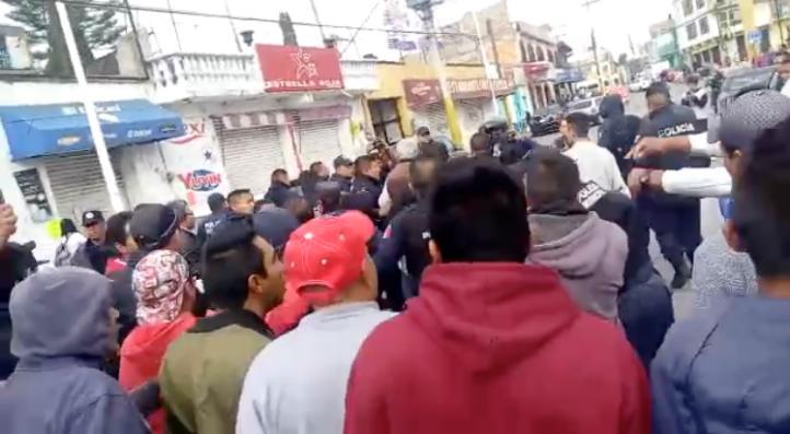 Trifulca en Tultepec por operativo policiaco