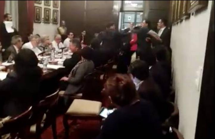 Manotazos en la Asamblea Constituyente de la CDMX