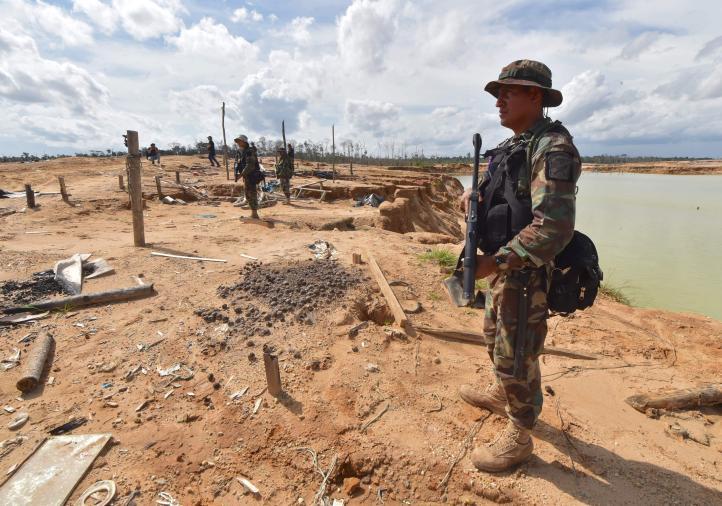 Perú retoma Amazonía deforestada por minería ilegal de oro