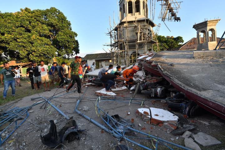 Potente sismo en isla Lombok de Indonesia deja 98 muertos