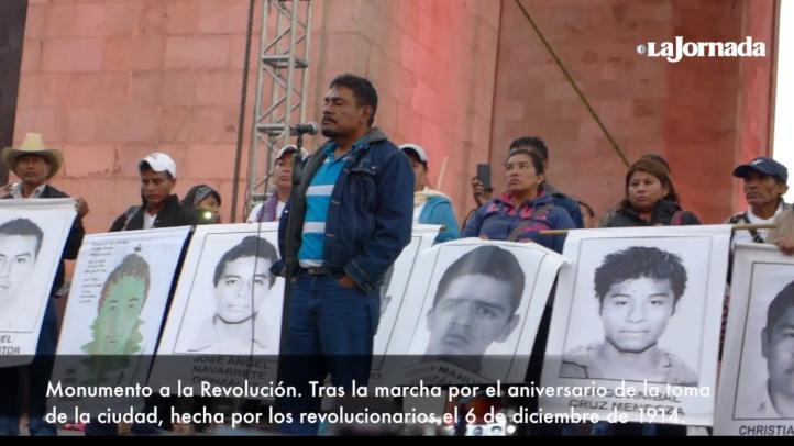 """""""Desconocemos al gobierno de Peña Nieto"""": padre de uno de los 43 normalistas de Ayotzinapa"""