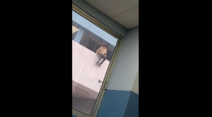 Estudiante salva a compañera de caída en escuela de NL