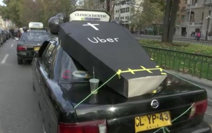 Protestan contra Uber en Chile