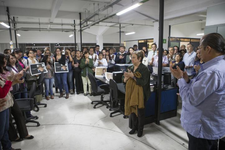 Homenaje a Miroslava Breach, corresponsal de La Jornada en Chihuahua, en la redacción del periódico