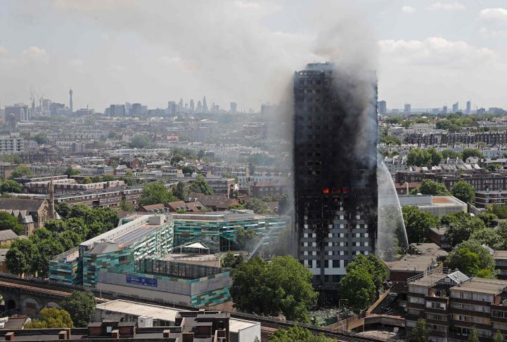 Al menos doce personas murieron en el incendio de Londres