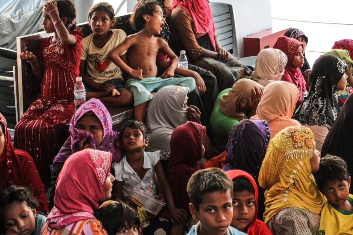 Malasia intercepta un barco cargado de refugiados