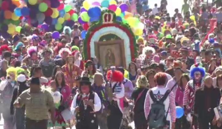 Payasos peregrinan a la Basílica de Guadalupe