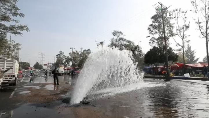 Fuga de agua dura tres horas, en Pedregal de Carrasco