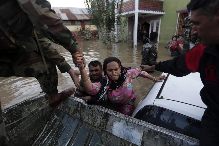 Inundaciones en India y Pakistan dejan más de 450 muertos