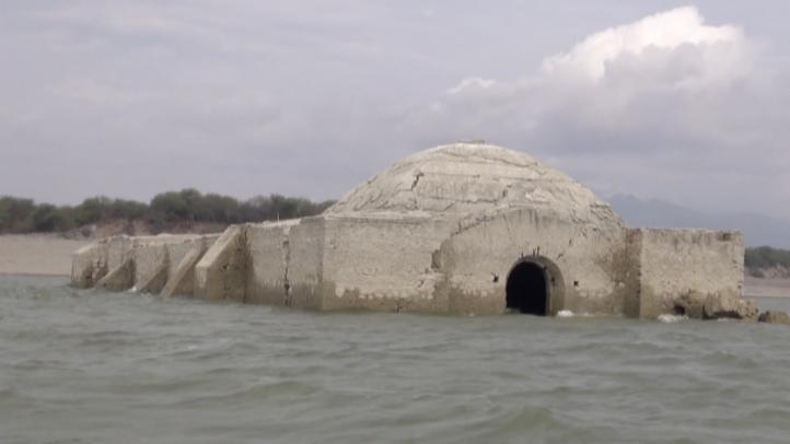 Antiguo templo dominico emerge al bajar el nivel de presa oaxaqueña