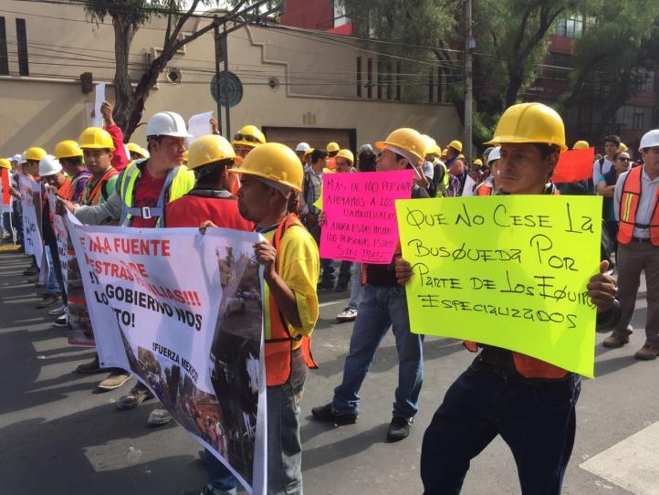 Trabajadores de la construcción se manifiestan en Benito Juárez