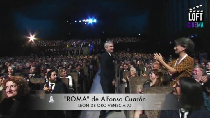 Del Toro entrega galardón a su  amigo Alfonso Cuarón en Venecia