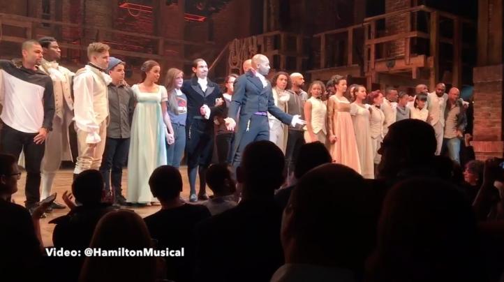 Actores de Broadway defienden la diversidad ante Mike Pence