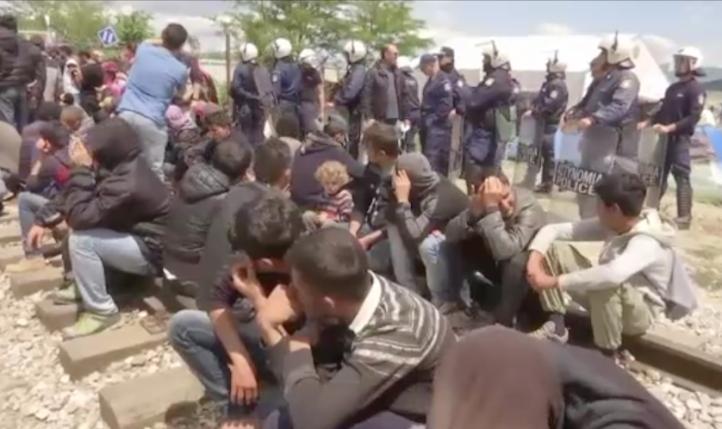 Enfrentamiento entre migrantes y policías griegos