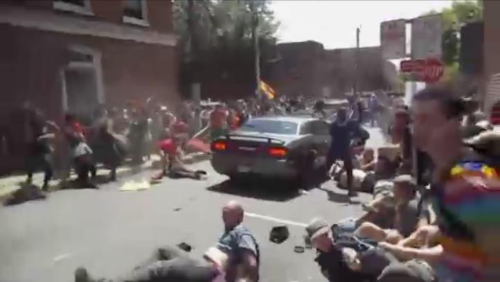 Rezan por víctimas de violencia en Charlottesville