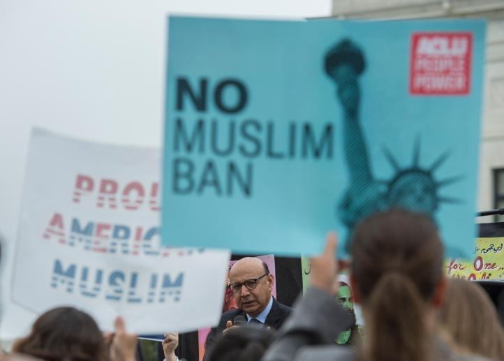 Corte Suprema de EU debate restricción migratoria de Trump