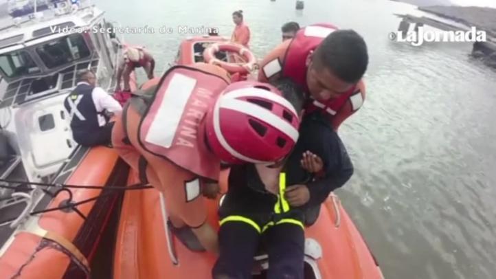 Rescata Semar a dos personas en buque carguero en BCS