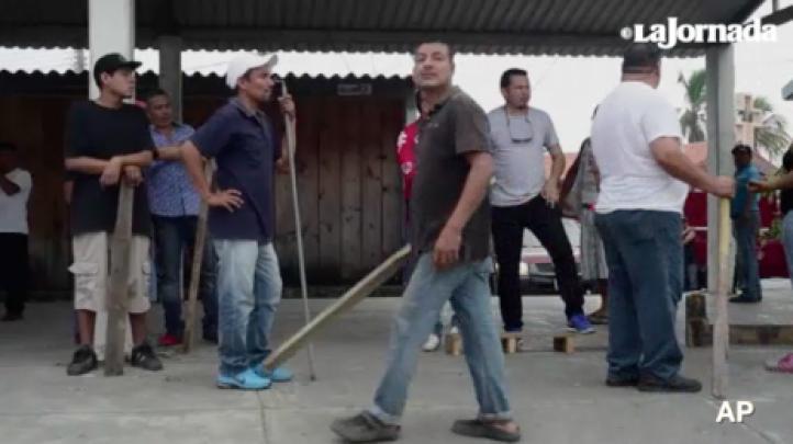 Veracruz: Vecinos y comerciantes se defienden de saqueos, a pesar de llegada de Gendarmería Nacional