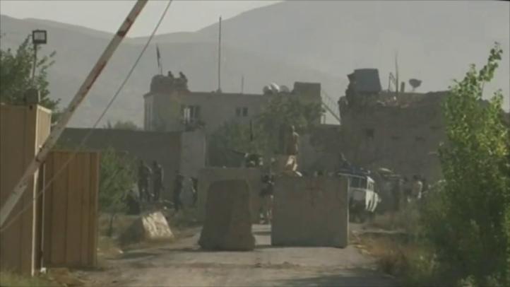 Insurgentes talibanes liberan a más de 350 presos de cárcel afgana