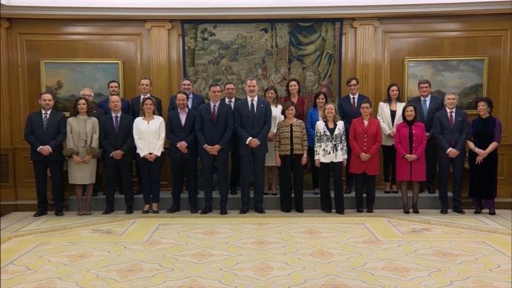 El Gobierno de Sánchez promete sus cargos ante el Rey