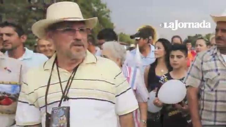 Hipólito Mora regresa a La Ruana, tras ser liberado