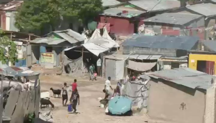 Damnificados del terremoto de Haiti aún viven en campamentos