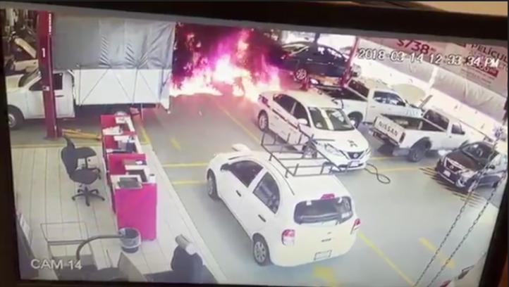 Incendian agencia de autos en Michoacán