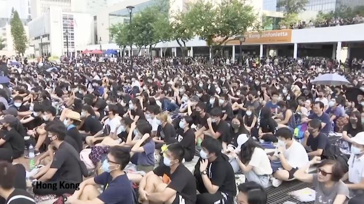 Estudiantes de secundaria se unen a protestas en Hong Kong