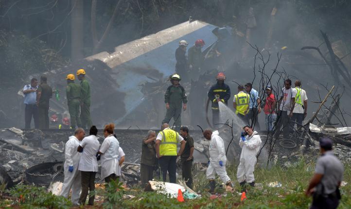Se estrella avión con 113 pasajeros en La Habana; hay 3 sobrevivientes