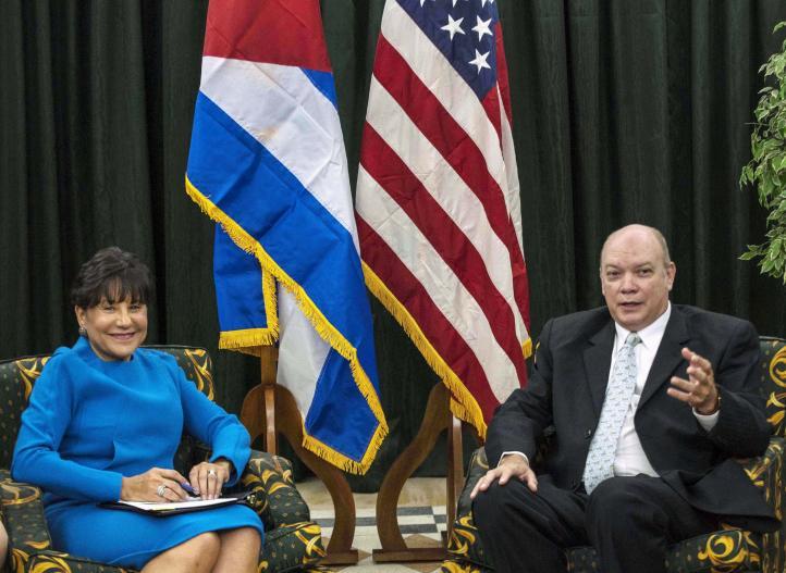 Cuba y EU analizan flexibilización del embargo