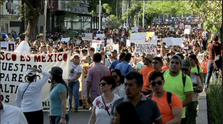 Miles marcha por los estudiantes de cine asesinados en Guadalajara