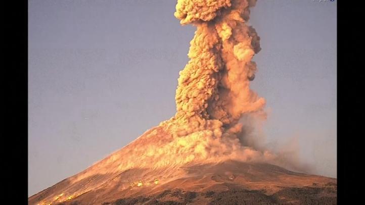 El volcán Popocatépetl hace erupción