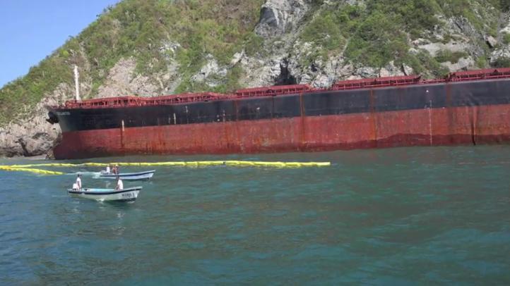 Inician trasiego de combustible del buque encallado por huracán 'Patricia'