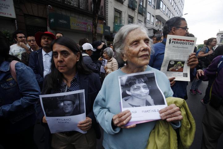Clausura simbólica de fiscalía que atiende delitos con libertad de expresión; a un mes del asesinato de Javier Valdez
