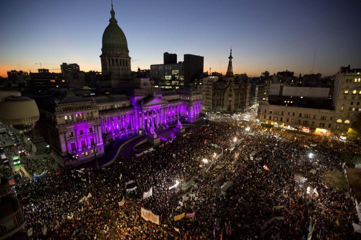 Argentina: Multitudinaria protesta contra la violencia de género