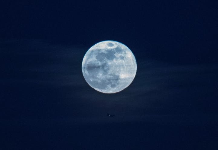 Así se verá la primera superluna azul en 37 años