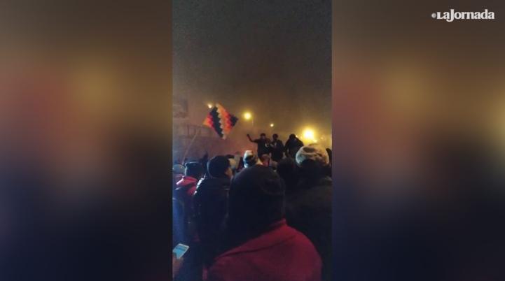 """Fusil, metralla, El Alto no se calla"", corean en Bolivia"