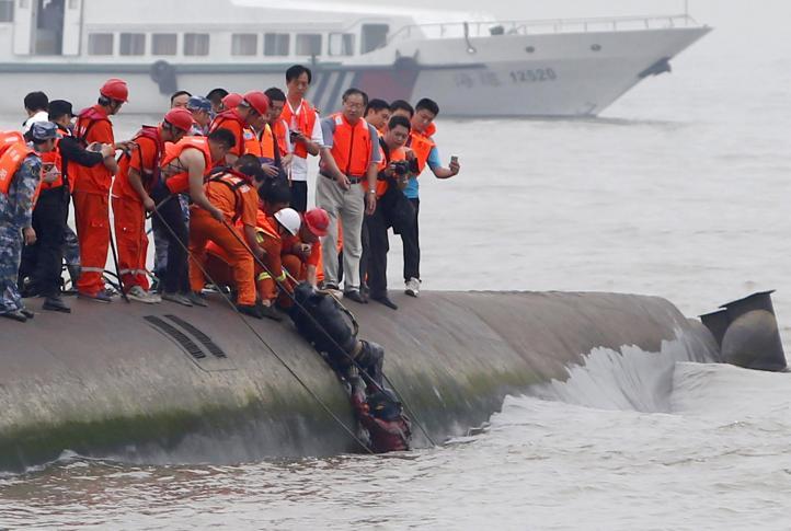 China intensifica tareas para dar con pasajeros naufragados